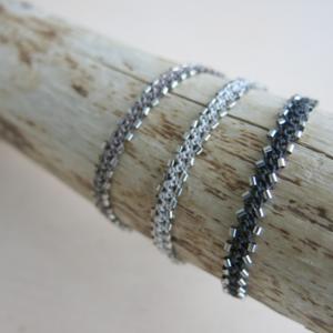 5ca00a42ea12 feines Armband mit  Cornflake-Keshi  Perle - Schöne Beute