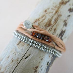 Armband mit versilberten Metallperlchen-709