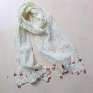 feiner Baumwollschal mit Häkelblümchen-3618