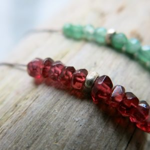 feines Armband Jade oder Granat mit Silberdetail-0