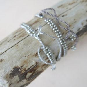Armband mit versilberten Metallperlchen-708