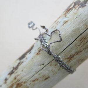 feines Häkel-Armband mit silbernen Metallperlchen-751