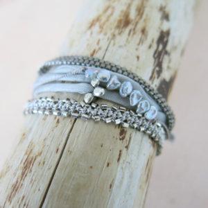 feines Häkel-Armband mit silbernen Metallperlchen-753