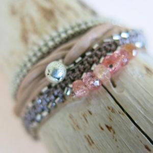 feines Häkel-Armband mit silbernen Metallperlchen-756