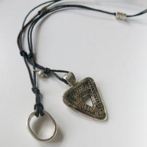 Kette mit dreieckigem Berber-Silberanhänger -2806