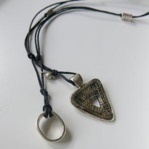 Kette mit dreieckigem Berber-Silberanhänger -0