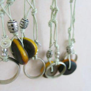 besondere Kette mit vintage Berber Ring und Harzperle-0