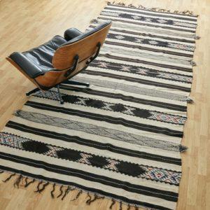marokkanischer Teppich 'Sanafi' - schwarz mit Farbakzent-3314