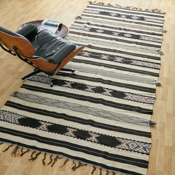 marokkanischer Teppich 'Sanafi' - schwarz mit Farbakzent-0