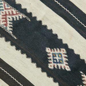 marokkanischer Teppich 'Sanafi' - schwarz mit Farbakzent-3313