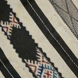 marokkanischer Teppich 'Sanafi' - schwarz mit Farbakzent-3315