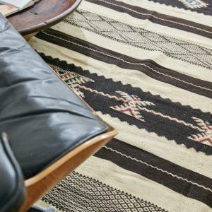 marokkanischer Teppich 'Sanafi' - schwarz mit Farbakzent-3316