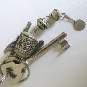 Schlüsselanhänger aus verschiedenen Silberperlen-1666