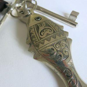 Schlüsselanhänger Silber-Fisch mit dekorativer Gravur-1663