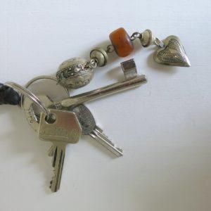 Schlüsselanhänger mit silbernem Mini Herz-1677
