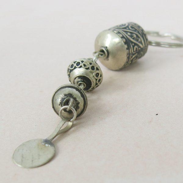 Schlüsselanhänger aus verschiedenen Silberperlen-0