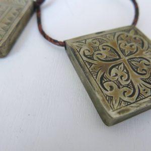 Schlüsselanhänger mit dekorativer Gravur-1701