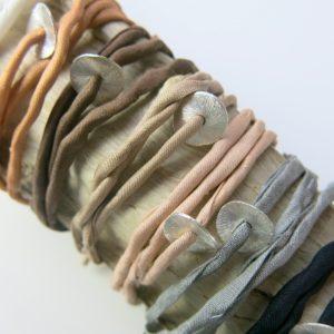 Seidenarmband mit Silberplättchen-2940