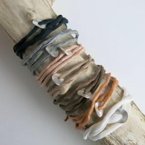 Seidenarmband mit Silberplättchen-2941